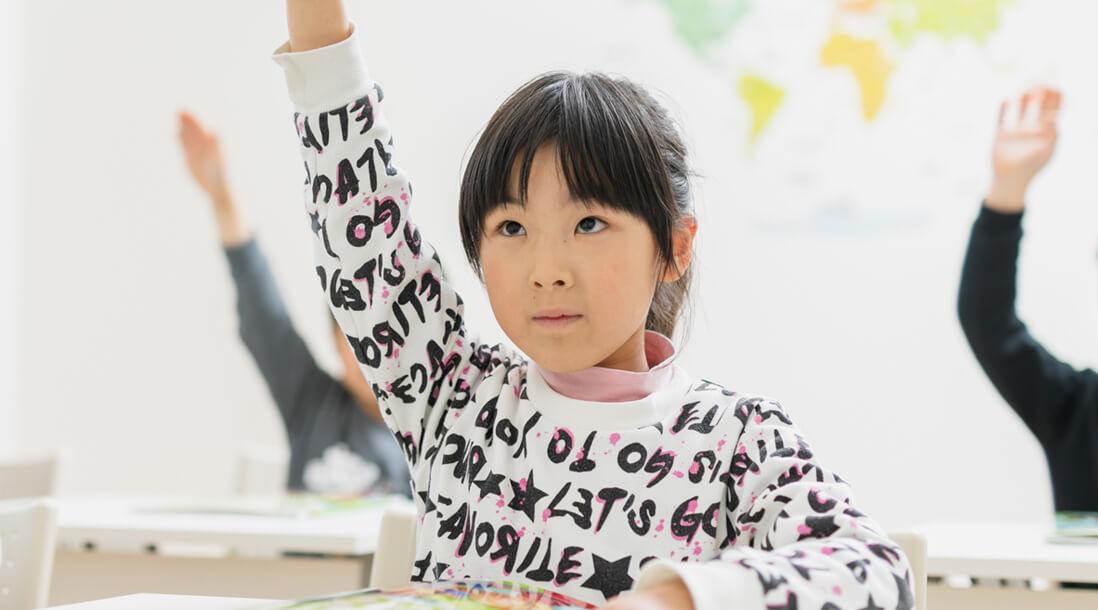 勉強する園児の写真